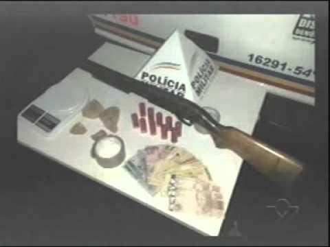 Homem é preso em Prata com arma, dinheiro e 300 gramas de crack