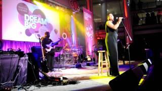 Watch Queen Latifah California Dreamin