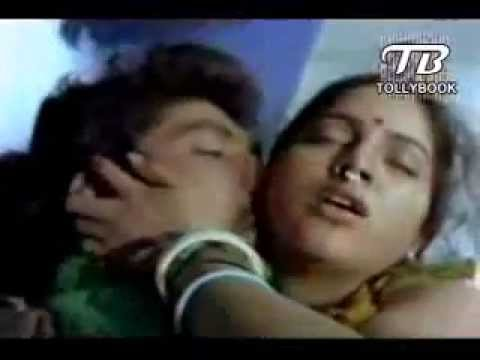 Telugu Mallu Couple Hot Romance in Lonely Train   YouTube