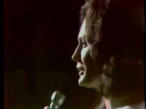 Loretta Lynn - When They Ring Those Golden Bells