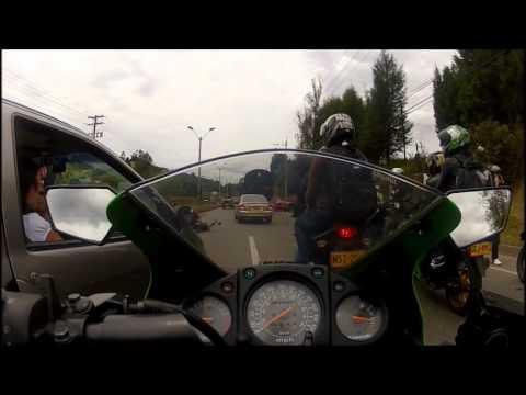 Accidente de moto en via Medellin Bogota