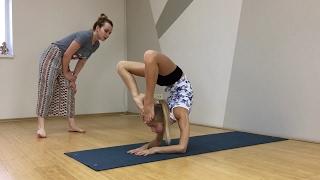 Художественная гимнастика. Растяжка, как меня тянут. Barvina Sport