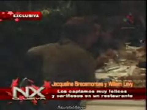 William Levy y Jacqueline Bracamontes Los cacharon cariñosos en un restaurante NXclusiva
