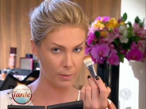 Aprenda a preparar a pele para uma maquiagem prática e bonita