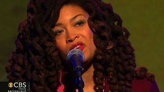 "Valerie June sings ""Somebody to Love"""