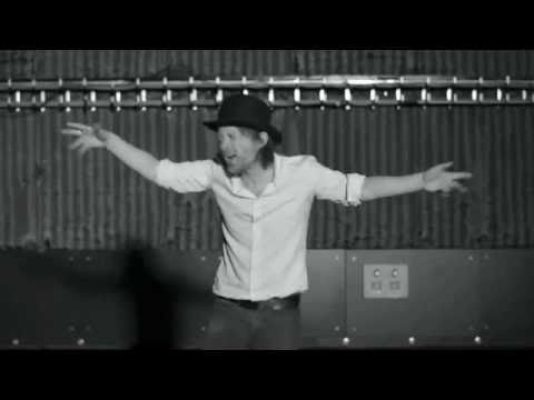 Thom Yorke dances to Single Ladies