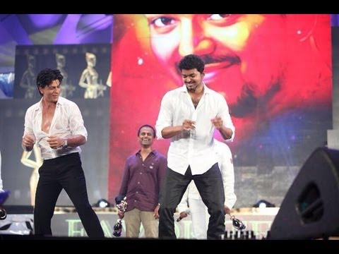 Shahrukh Khan and Vijay Dancing for Google Google - Thuppakki song at Vijay Awards 2013