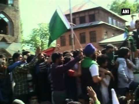 Pak flags waved at Geelani's rally in J and K, separatist leader demands curb on Amarnath Yatra