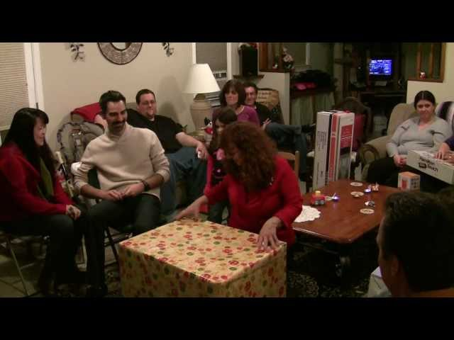 Awesome pregnancy reveal to family on Christmas Day 2011