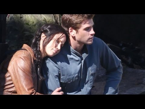 Gale Kissing Katniss First Look Katniss Gale in