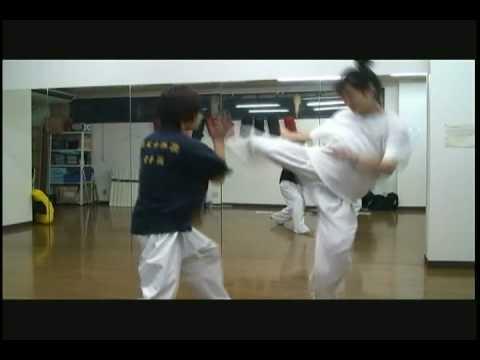 「ハイキック・ガール!」 アクション集! 必倒!ハイキック女子高生! - YouTube ナビゲ