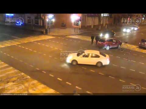 Камеры сняли жесткое лобовое ДТП в центре Краснодара