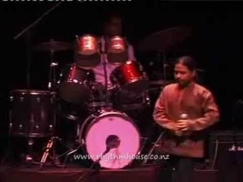 Piya re piya re Kailash  Kher Amazing Live Performance  (hindi...