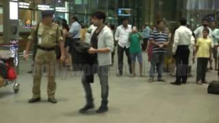 Actor Himesh Reshammiya & Family Spotted At Airport !!!