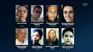 Parentes se despedem de estudantes mortos em escola