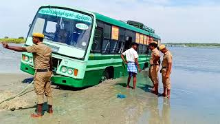 government bus stuck in the mud removed by John deere/#johndeereTractor/