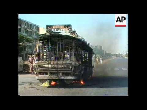 Pakistan - Gunmen & Youths Cause Mayhem In Karachi