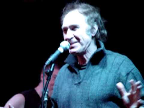 Ray Davies addresses The Kast Off Kinks audience at The Boston Arms, 18-11-12