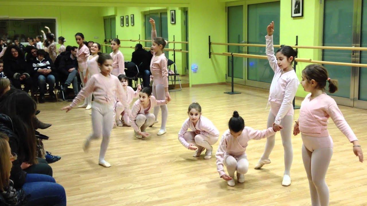 Coreografia di natale della scuola di danza danzarte di for Arredamento scuola di danza