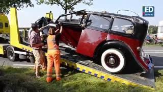 Zwitserse auto met trailer met Rolls Royce uit 35 op zn kop