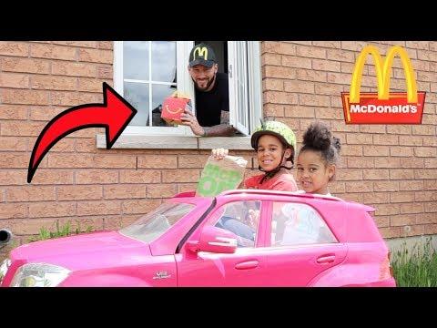 McDonald's Drive Thru Prank! Kids Pretend Play | FamousTubeKIDS