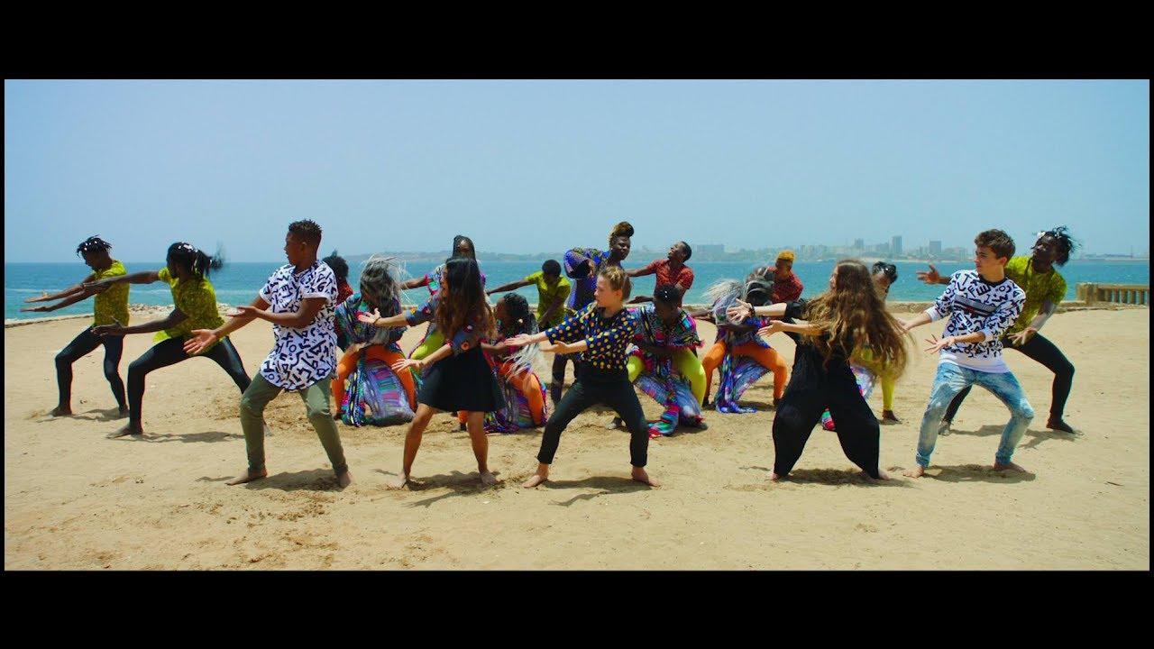 """Kids United - """"Mama Africa"""" avec Angélique Kidjo et Youssou N'Dour (Clip - Officiel)"""