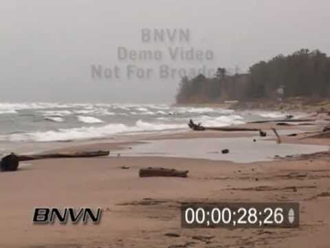 October 2006 Lake Effect Snow and Large Waves Footage From Upper Michigan On Lake Superior