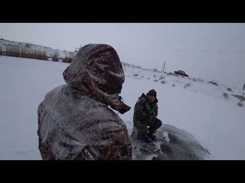 Сезон зимней рыбалки 2018 открыт, серебристым карасиком. Тонкий лёд нас не остановил.