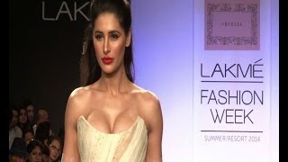 Download LFW: Nargis Fakhri heats up the ramp - Bollywood Country Videos 3Gp Mp4
