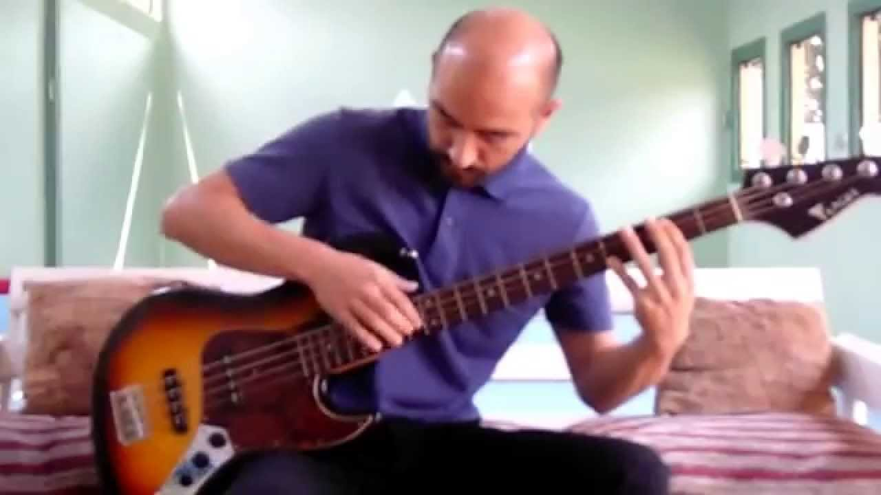 how to play thunderstruck on bass