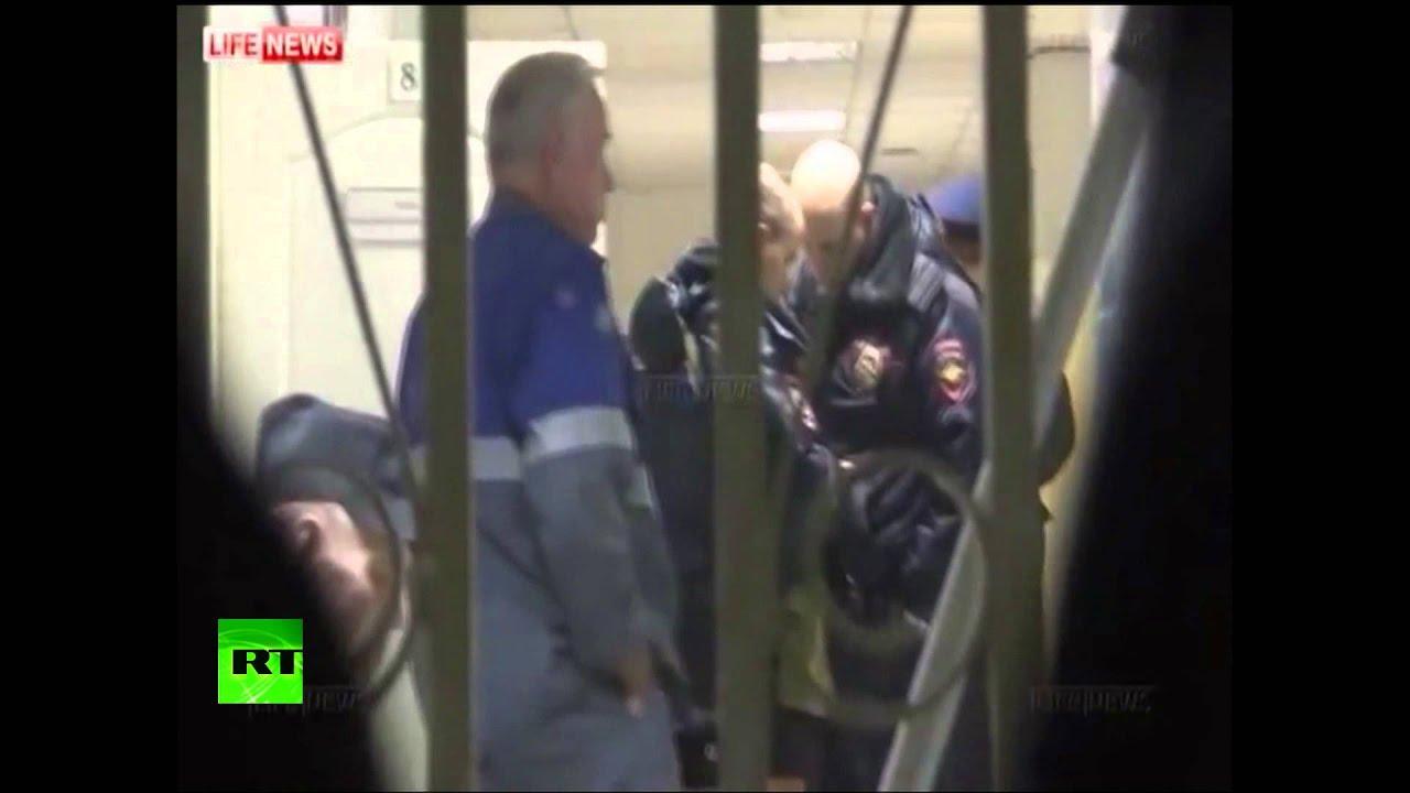 Спасатели работают на месте крушения самолёта во Внукове