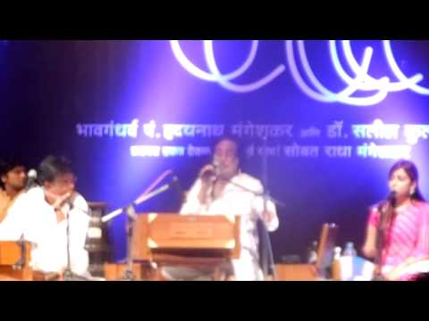 pt.hridaynath mangeshkar singing dayaghana and jivalaga.MOV