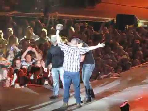 Luke Bryan Country Girl (shake It For Me) 2-7-13 Part 2 video