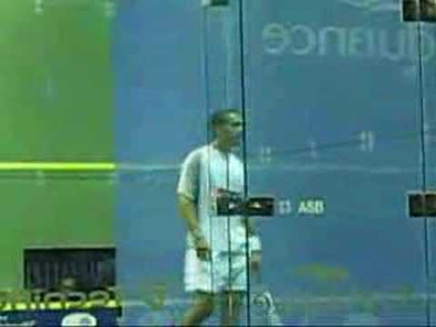 Shabana on the dive during Bermuda Squash World Open Final.