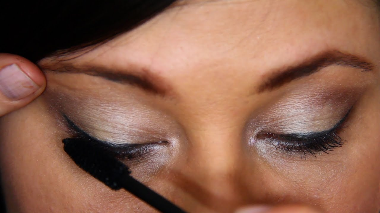 Making eyes look bigger with makeup