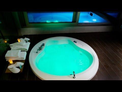 Hotel con jacuzzi privado en la habitaci n shhh onda for Motel con piscina privada