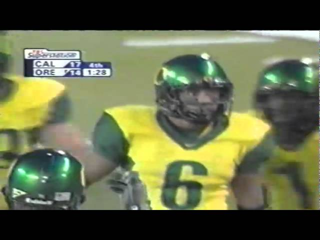 Oregon WR Demetrius Williams on 4th down catches a pass for 25 vs. Cal 11-08-03