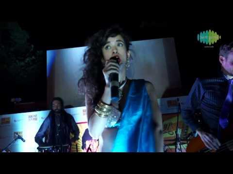 Aaj Mausam Bada Beimaan Reprise - Saba Azad  Singing Live -...