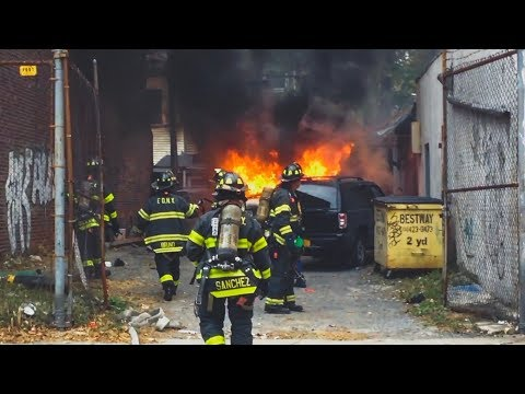 FDNY - Pre Arrival  - Car Fire w/ Extension in Greenpoint, Brooklyn - First Due Units Responding