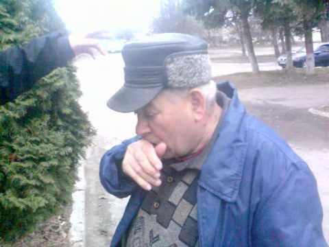 Во дедок мочит)))
