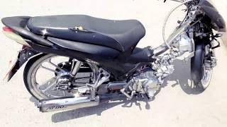 Mi moto at 110 Rt Cromada achaparrada y con cara blanca R17 rines de rayo con tambor