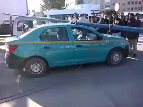 طنجة: سقوط عمود إنارة على سيارة أجرة