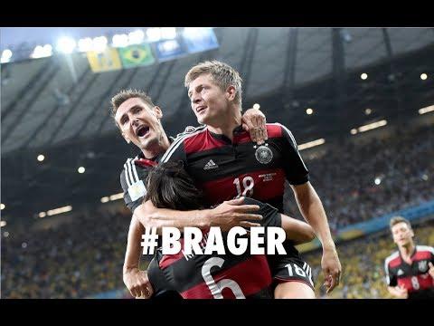 """""""Das Wunder von Belo Horizonte"""": Die deutsche Nationalmannschaft feiert im Halbfinale gegen Brasilien einen historischen Sieg. Die Fans auf der Berliner Fanm..."""