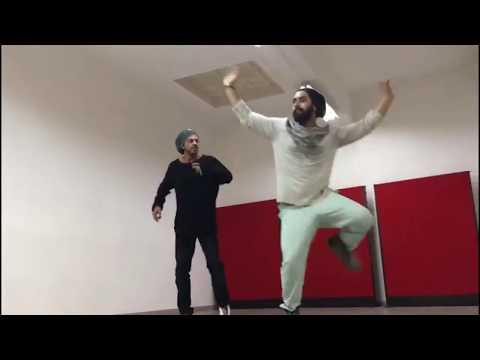 Shah Rukh Khan's Rehearsal For PHURRR Song In Jab Harry Met Sejal