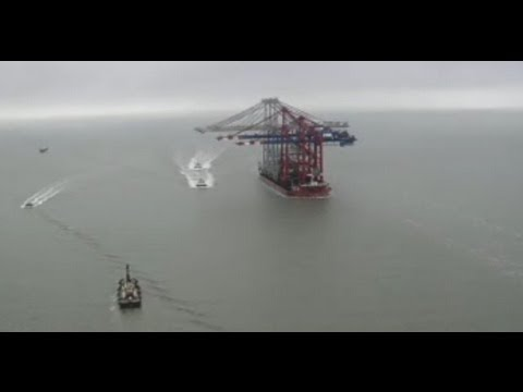 Giant Chinese cranes dock at Thames Estuary