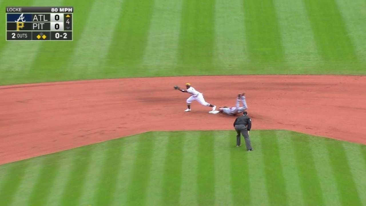ATL@PIT: Mercer makes a jump-throw, saves run