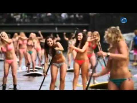 Treinta chicas en bikini toman los canales de Ámsterdam