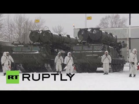 S-300VM air-defense systems taken for test spin outside Moscow