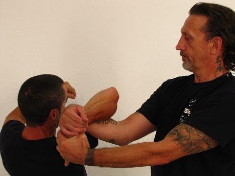 Curso Defensa Personal Online   Defensa contra gancho con una llave de brazo   ESDA Defensa Personal