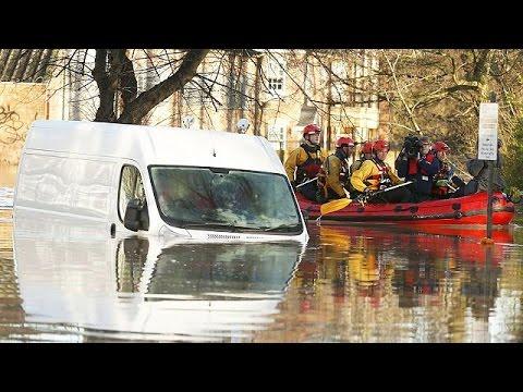 Hundreds evacuated amid northern England floods